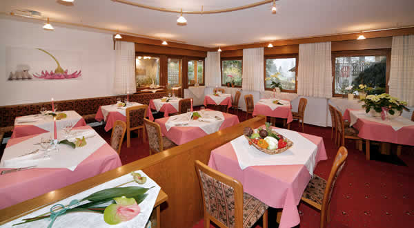 Speisesaal der Pension Lafod in Dorf Tirol
